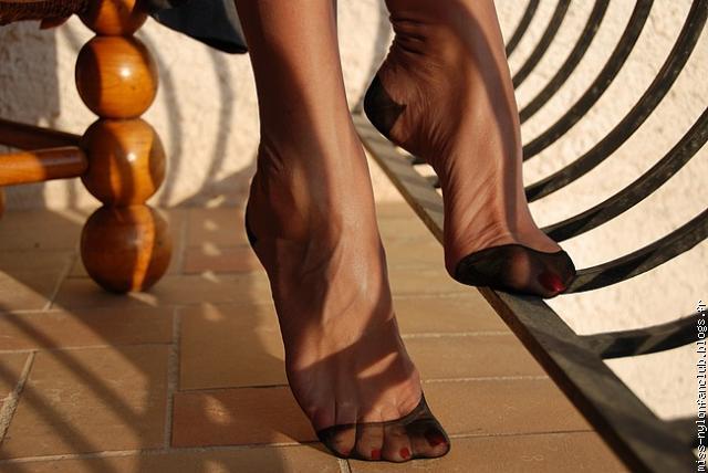 pieds nylon sur Bob Voyeur le site de l'exhib Photos et